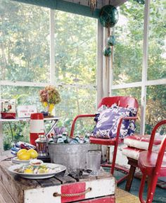 love the old red garden chairs