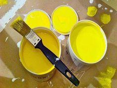 Pintando a casa sozinho: 21 truques que irão facilitar sua vida My Sunshine, Tableware, Painting, Yellow, Orange, Stools, Group, Blog, Life
