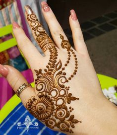 Forall enquiries and bookings contact Sarala@hennaparadise.com.au  #henna #hennabrisbane #mehendi #mehndi #mehndibrisbane #hennatattoo #hennatattoobrisbane #hennaparadise