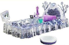Monster High Abbey Bominable's Bed 10.5-Inch