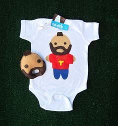Looks Like Mr. T... Infant Bodysuit and Baby Rattle Combo  Voor fans van the A-team; romper en rammelaar Mr. T