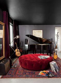 Adam Levine's Hollywood Hills home music room Casa Adam Levine, Adam Levine House, Home Music Rooms, Music Studio Room, Music Bedroom, House Music, Music Life, Casa Sexy, Sexy Home