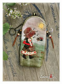 Cases for glasses - beautiful ideas Fabric Crafts, Sewing Crafts, Sewing Projects, Patch Quilt, Applique Quilts, Japanese Quilts, Frame Purse, Holly Hobbie, Fabric Bags