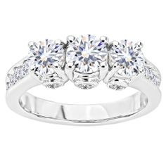 Gorgeous anniversary band & makes an amazing engagement ring!
