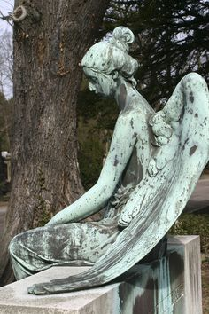 Graveyard Angel ~ ღ Skuwandi Cemetery Angels, Cemetery Statues, Cemetery Art, Angels Among Us, Angels And Demons, Statue Ange, Old Cemeteries, Graveyards, Steinmetz