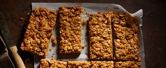 These crunchy whole-food, plant-based granola bars are full of peanut buttery deliciousness with just a hint of cinnamon. - Forks Over Knives Granola Bars Peanut Butter, Peanut Butter Roll, Homemade Granola Bars, Cashew Butter, Vegan Treats, Vegan Snacks, Vegan Desserts, Vegan Recipes, Free Recipes