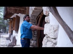 Austin coder builds timeless cob home using precise patterns - videos - *faircompanies