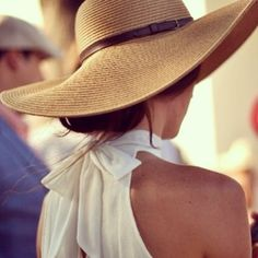 bow back halter neck top and sunhat