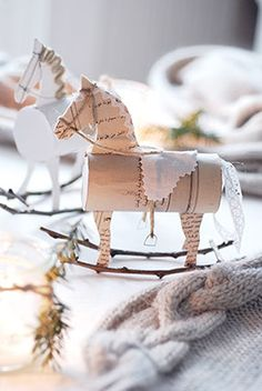 de – Deco like Christmas by Imke Johannson - Diy Ornament Diy Christmas Tree, Christmas Paper, Christmas Time, Christmas Decorations, Christmas Ornaments, Xmas, Holiday, Craft Activities For Kids, Projects For Kids