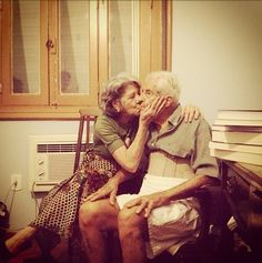 pascal leroi: This is real LOVE Old Couples, Couples In Love, True Love Stories, Great Stories, Old Love, Real Love, Laura Lee, Life Proverbs, Hugs And Cuddles