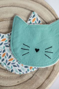 Lingettes lavables chat - Soins maternels de l& Coin Couture, Baby Couture, Couture Sewing, Fabric Crafts, Sewing Crafts, Sewing Projects, Quilt Pattern, Creation Couture, Diy Stuffed Animals