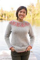 Пуловер с круглой кокеткой узором бриошь спицами