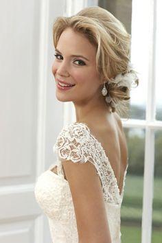 schöne Braut Schminkideen Hochzeitskleid rückenfrei Spitze
