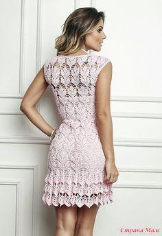 Это нежно-розовое платье с оборкой вяжется узором листики из хлопковой пряжи крючком 1.5 мм. http://www.circulo.com.br/