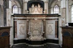De Ruyter maakte zijn laatste tocht in 1676. Spanje had om hulp gevraagd in de strijd tegen de Fransen bij Sicilië en Napels. De Ruyter vond de zeevloot waarmee hij werd weggestuurd te zwak, maar hij voerde de actie toch uit. In een gevecht bij de Etna raakte hij gewond. Hij stierf op 29 april 1676. Zijn lichaam werd per schip teruggebracht naar Nederland. Het arriveerde pas begin 1677 in Hellevoetsluis. Op 18 maart 1677 was zijn begrafenis in de Nieuwe Kerk in Amsterdam.