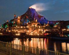 Tokyo DisneySea - Mount Prometheus at Night Tokyo Disney Sea, Tokyo Disney Resort, Tokyo Disneyland, Vietnam Travel, Asia Travel, Japan Travel, Planet Asia, Best Amusement Parks, Dream Symbols