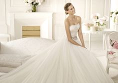 Pronovias vous présente la robe de mariée Primor. Manuel Mota 2013.   Pronovias
