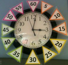 The Teachaholic: Classroom Clock Freebie - for kids room when learning to tell time // I like how this one makes it very clear what tick mark it is pointing to Classroom Clock, Kindergarten Math, School Classroom, Classroom Ideas, Classroom Freebies, Teaching Time, Teaching Math, Maths, Teaching Ideas