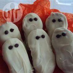 Biscoito fantasma @ allrecipes.com.br - Biscoito em formato de fantasma para a criançada se divertir nas festas de Halloween na escola.