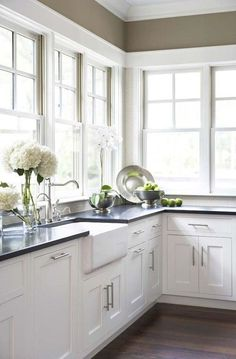 Best 100 white kitchen cabinets decor ideas for farmhouse style design (57)