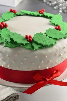 Fondant Christmas Cake, Christmas Themed Cake, Christmas Cake Designs, Christmas Cake Decorations, Christmas Cupcakes, Christmas Desserts, Christmas Treats, Christmas Tree Chocolates, Christmas Sugar Cookies
