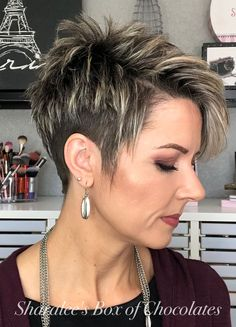 Pixie with Undercut frisuren frauen frisuren männer hair hair styles hair women Pixie Haircut For Thick Hair, Funky Short Hair, Short Hair With Layers, Short Hair Cuts For Women, Thin Hair, Short Hair With Undercut, Short Hair Back, Long Hair, Short Spiky Hairstyles