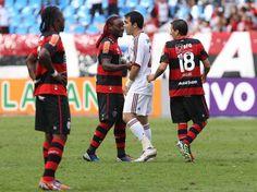 O clássico que marcou o centenário do confronto entre Flamengo e Fluminense foi disputado com muita rivalidade por ambos os lados  Foto: Daniel Ramalho/Terra