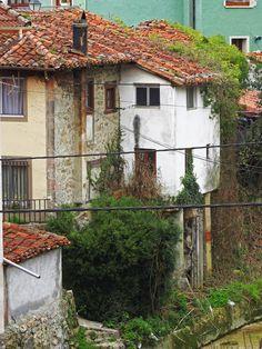 Carreña. Concejo de Cabrales. Principado de Asturias. Spain. [By Valentín Enrique].