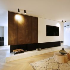 You can see this special fireplace with mobile wall in the showroom of De Maatwerker. Realised by Potier Stone in the natural stone White Argento. Fireplace Tv Wall, Black Fireplace, Small Fireplace, Modern Fireplace, Living Room With Fireplace, Fireplace Design, Home Living Room, Modern House Design, Modern Interior Design