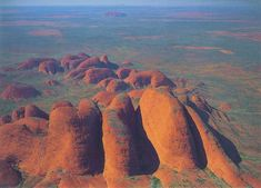 Kata Tjuta - meaning many heads - the Aboriginal name for the Olgas (postcard). In the distance you can see Ayers Rock. Outback Australia, Australia Tours, Western Australia, Australia Travel, Tasmania, Ayers Rock Australia, Australian Photography, Great Barrier Reef, Paisajes