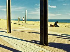 (Thinking of Edward Hopper) Girl reading. (Thinking of Edward Hopper). (Thinking of Edward Hopper). American Realism, American Artists, Edouard Hopper, Art Plage, Edward Hopper Paintings, Ashcan School, Robert Rauschenberg, Paul Klee, Girl Reading