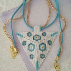 Home Made site Bead Crochet, Crochet Necklace, Beaded Necklace, Pendant Necklace, Beading Tutorials, Beading Patterns, Jewelry Crafts, Handmade Jewelry, Vintage 1950s Dresses