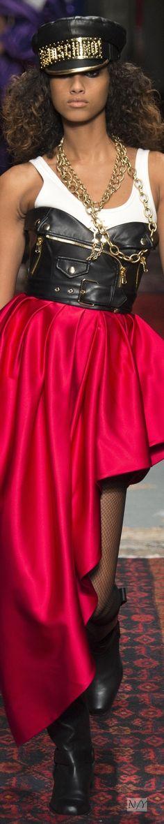 Moschino Fall/2016 Ready-to-Wear