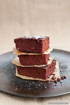 These are the best paleo brownies I have ever tasted, moist and delicious! {recipe in Spanish} Paleo Brownies, Cocoa Brownies, Paleo Sweets, Healthy Desserts, Healthy Foods, Healthy Life, Healthy Recipes, Real Food Recipes, Dessert Recipes