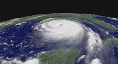 Cada año se prepara una lista con los nombres que recibirán los huracanes que se vayan sucediendo a lo largo de la temporada. Estas listas, que se repiten cada 6 años, incluyen un nombre por cada letra del alfabeto y alternan nombres masculinos con femeninos. + info: http://www.ecoapuntes.com.ar/2012/09/como-se-elige-el-nombre-de-los-huracanes/