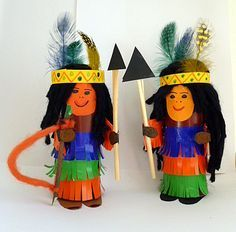 Indians made of toilet paper roll - carnival crafts - my grandchildren and me - made with schwedesign. Diy For Teens, Crafts For Teens, Diy For Kids, Arts And Crafts, Toilet Paper Roll Crafts, Cardboard Crafts, School Spirit Crafts, Toilet Roll Art, Carnival Crafts