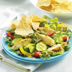 Chicken and Avocado Dinner Salad – Is your New Year's resolution to eat more salads? Here's a popular option, one of greatest hits of 8 WW Points+ points per serving. Avocado Recipes, Salad Recipes, Avacado Dinner, Easy Summer Dinners, Veggie Tales, Dairy Free Recipes, Ww Recipes, Recipies, Healthy Eating Recipes