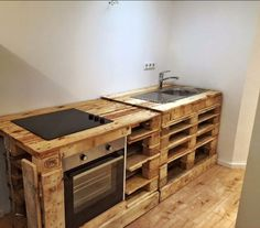 15 kitchen transformations made of pallet wood: island, countertop and cabinet doors