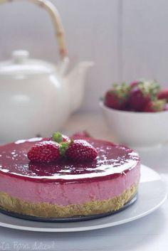 Tarta de yogur y fresas sin horno, sin lactosa y sin huevo. / http://www.larosadulce.com