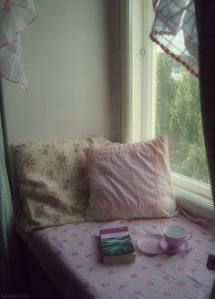 hotaru-taru: ♥ Perfect place to drink tea and. Room Ideas Bedroom, Bedroom Inspo, Bedroom Decor, Shabby Bedroom, Bedroom Bed, Dream Rooms, Dream Bedroom, Pretty Room, Aesthetic Room Decor