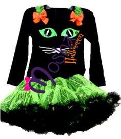 Hermoso diseño Mosha Couture, le llamamos Green Cat, el clásico Gato negro en un vestido de gran volumen pero ligero, con base de falda color Verde Neon, y escarolas negras.