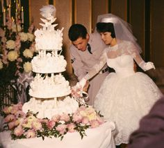 Tommy Sands & Nancy Sinatra When: 1960 Frank Sinatra's daughter married singer/actor Tommy Sands in Las Vegas. Celebrity Wedding Photos, Vintage Wedding Photos, Vintage Bridal, Celebrity Weddings, Vintage Weddings, Celebrity Couples, Wedding Attire, Wedding Gowns, Wedding Cakes