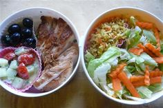 Clean Eating Lunch Bowls make Eating Clean easy! omg...I never thought of separating things in a bowl using baking cup papers. Fabulous idea.
