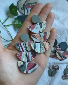 Diy Earrings Polymer Clay, Polymer Clay Charms, Polymer Clay Art, Handmade Polymer Clay, Polymer Clay Projects, Clay Crafts, Clay Videos, Clay Design, Bijoux Diy