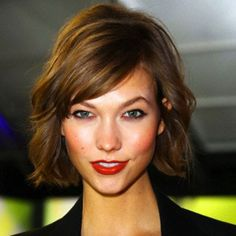 25 Quick and Easy Short Haircuts for Quick and Easy Short Haircuts for 2020 Every year, trends are changing not only in fashion but also in the field of beauty. And if makeup trends can b. Easy Short Haircuts, Best Bob Haircuts, Haircuts For Medium Hair, Medium Long Hair, Short Hair Cuts, Medium Hair Styles, Short Hair Styles, Short Wavy, Brunette Bob