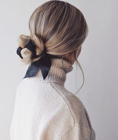 Easy Fall Hairstyles, Hair Trends 2018 - Alex Gaboury arc de cheveux And Beauty Hairstyle Bridesmaid, Ribbon Hairstyle, Hairstyles With Ribbon, Hairstyle With Bow, Hair With Bow, Chignon Hairstyle, Hairstyle Ideas, Pretty Hairstyles, Easy Hairstyles
