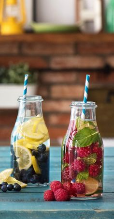 Recipe: Infused Water - Water with fresh fruits and herbs for summer - Perfect refreshment to cool off Hellofreshde / Cooking / Eating / Nutrition / Cooking box / Ingredients / Healthy / Fast / Simple Healthy Smoothies, Healthy Drinks, Smoothie Recipes, Detox Recipes, Summer Recipes, Healthy Recipes, Drink Recipes, Dessert Recipes, Drink Tumblr