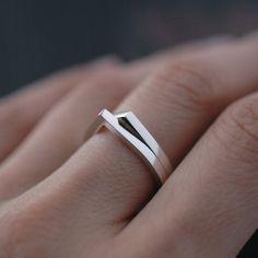 Silvery Eve droplet ring in solid silver van Minicyn op Etsy