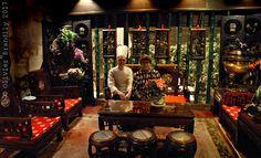 Qui connaît parmi les jeunes générations M. Vong, de son nom complet Vai Kuan Vong ? Ce chef étonnant venu de Macao à Paris en 1979 après avoir œuvré un temps en Suisse et au Luxembourg est encore aujourd'hui à la tête d'une des plus belles enseignes de la gastronomie chinoise parisienne.