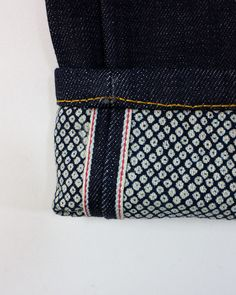 Japanese Selvedge Denim, Shibori - Being short, and too cheap/lazy to get jeans hemmed, I would love jeans that look nicer when I inevitably have to turn up the cuff. Jeans Denim, Raw Denim, Blue Denim, Men's Fashion, Fashion Details, Fasion, Fashion Menswear, Urban Look, Style Urban